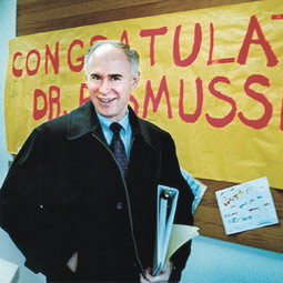 On his way to the national convention of the American Association of School Administrators in February, R. Stephen Rasmussen passes a banner made by Franklin Pierce School District students. Duncan Livingston, The News Tribune, 2002. Reprinted with permission from The News Tribune, Tacoma, Washington.
