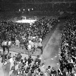The 1938 collegiate boxing match between Washington State and the University of Wisconsin drew 14,300 fight fans in the UW fieldhouse at Madison. WSU Sports Archives