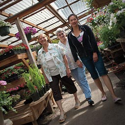 Master Gardener volunteers hold plant clinics throughout the state, including at the Bellevue Nursery on Saturdays, helping customers decide on plants and diagnose and treat problems in their yards and gardens. <em>Zach Mazur</em>