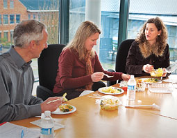 Rebecca Portnoy (at right) lunching with WSUV colleagues Mike Morgan and Katie Witkiewitz. <br /><em>Bill Wagner</em>