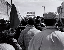 Close to 8,000 people assembled in Selma, Alabama, on March 21, 1965, to march 54 miles to the state capital of Montgomery in support of the constitutional right of African Americans to vote. By the time the march reached Montgomery on March 25, 1965, about 25,000 people descended on the Alabama capitol building. The Voting Rights Act was passed that summer. <em>Photo James H. Barker</em>