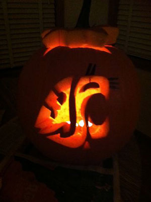 Coug-o-lantern carved by Elena Mest '11